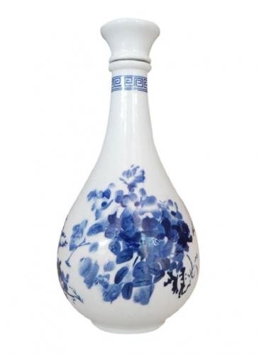 青花乳白玻璃酒瓶